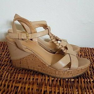 Liz Claiborne Nude Beige Platform Sandals Sz 7.5
